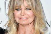 Goldie Hawn Long Wavy Cut with Bangs