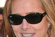Meredith Vieira Oval Sunglasses