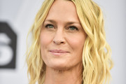 Robin Wright Medium Wavy Cut