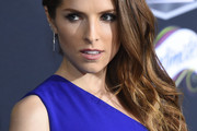 Anna Kendrick Side Sweep