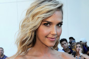 Arielle Kebbel Medium Wavy Cut
