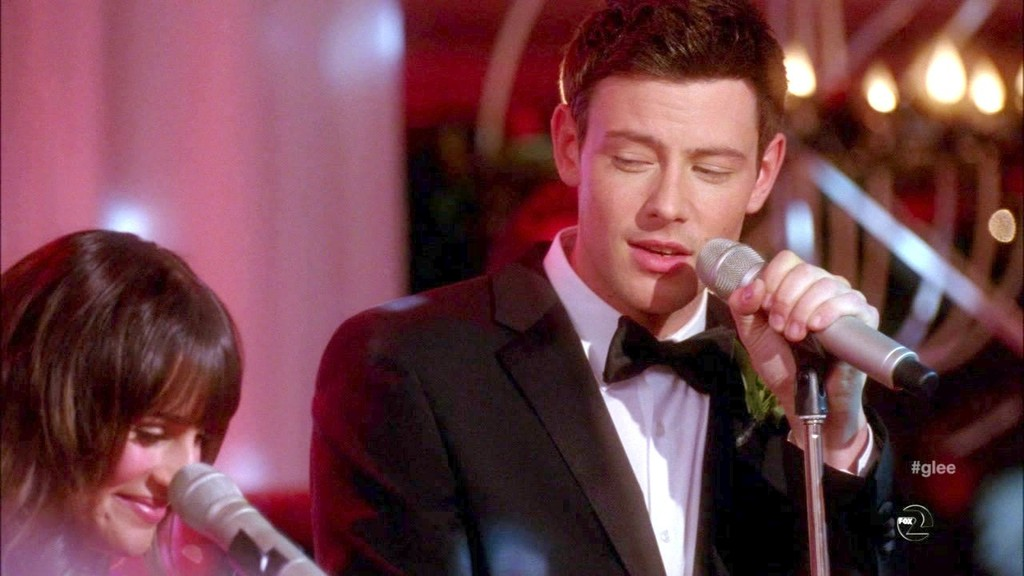 Who was finn dating on glee when he died