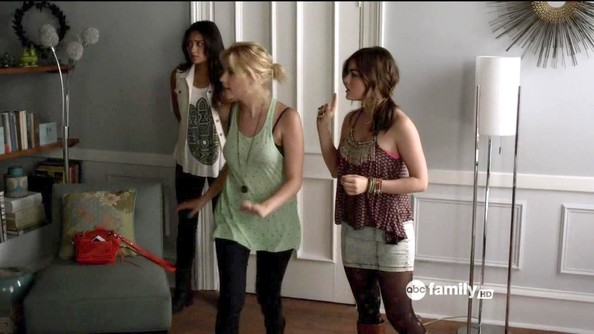 Lucy Hale and Ashley Benson - Pretty Little Liars Season 3 Episode 4